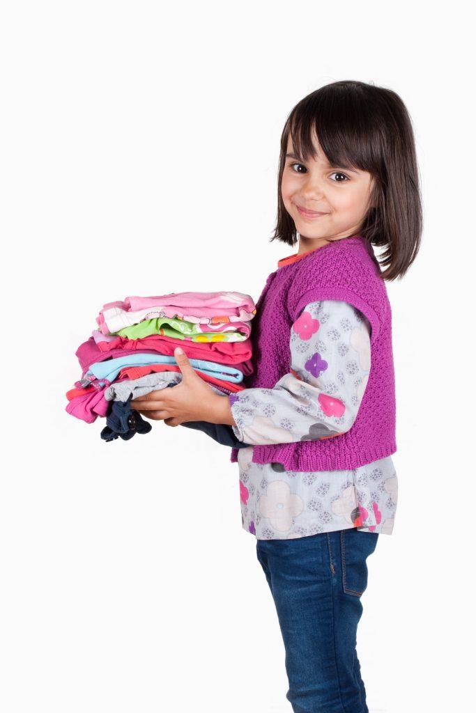 KSO_ChildHoldingClothes